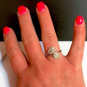 Jewelry - NWOT .10ctw Genuine Diamond Double Leaf Ring